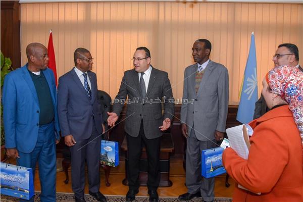 محافظ الإسكندرية يستقبل سفير غينيا ورئيس جامعة عبد الناصر بكوناكري