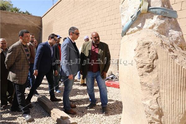 محافظ سوهاج يتابع ترميم تمثال رمسيس الثاني
