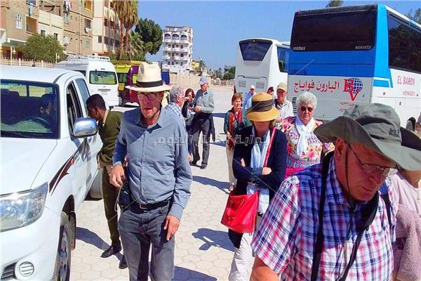 السياح الالمان اثناء وصولهم المرسى السياحى بابيدوس