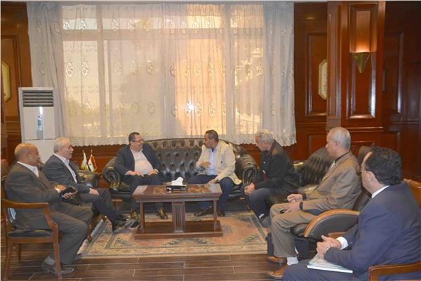 محافظ الأقصر مع اللواء يسري عبد الله رئيس هيئة الابنية التعليمية