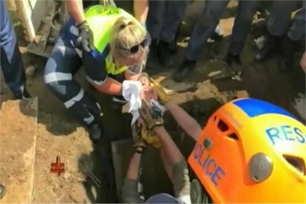 إنقاذ طفلة رضيعة من الصرف الصحي بجنوب أفريقيا
