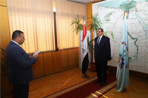 35 مفتشًا للعمل يؤدون اليمين القانونية أمام وزير القوى العاملة