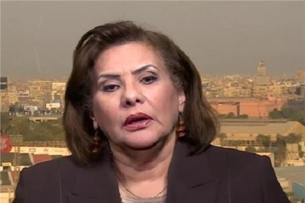 الدكتورة اماني الطويل