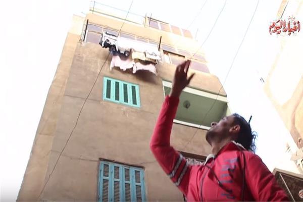 حكايات  «لبن جوه الكانز».. «سلطان» يلعب بالبيضة والحجر في شوارع شبرا