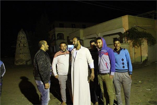 محرر «بوابة أخبار اليوم» مع أهالى قرية قصاصين الأزهار بالشرقية