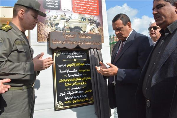 المحافظ خلال افتتاح النصب التذكاري