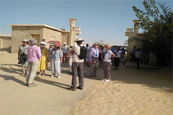 وفد سياحي متعدد الجنسيات يزور آثار بني حسن بالمنيا