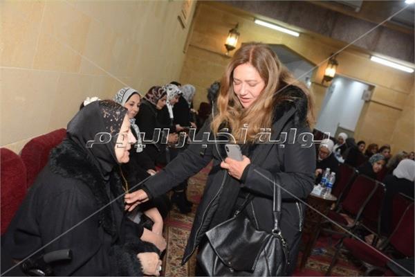ليلى علوي في عزاء مدير التصوير محسن نصر