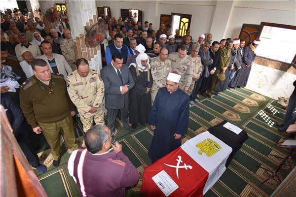 تشييع جثمان الشهيد المجند محمد إبراهيم جمعة بقريتة بالبحيرة