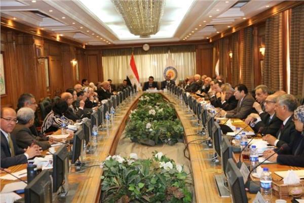 وزير التعليم العالي يجتمع برؤساء وأمناء لجان القطاعات المختلفة بالمجلس الأعلى للجامعات