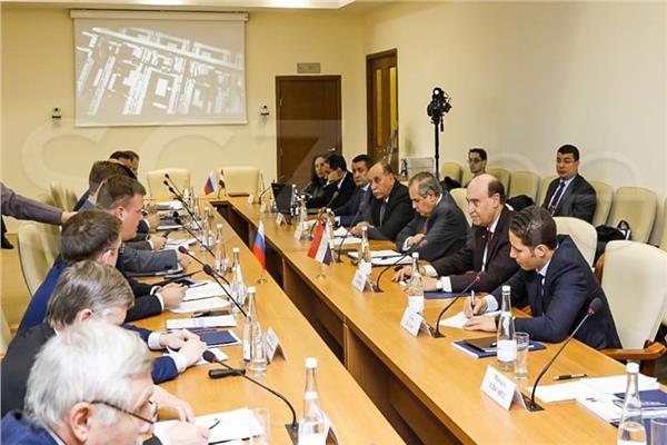 مهاب مميش يوقع مذكرة تفاهم مع المنطقة الاقتصادية في «دوبنا» الروسية