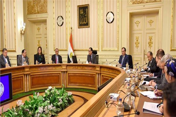 الدكتور مصطفى مدبولي رئيس مجلس الوزراء خلال اجتماع المجموعة الاقتصادية