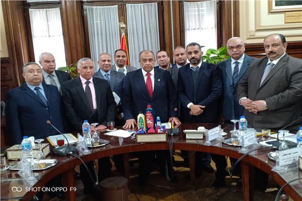 وزير الزراعة يستقبل باحثين نجحوا في إنشاء وحدة لإنتاج المنظفات