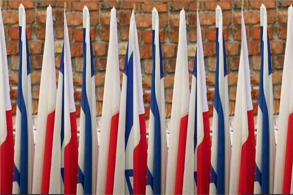 أعلام بولندا وإسرائيل