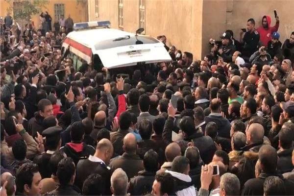 هتافات ضد الإرهاب وزغاريد بجنازة شهداء حادث الدرب الأحمر