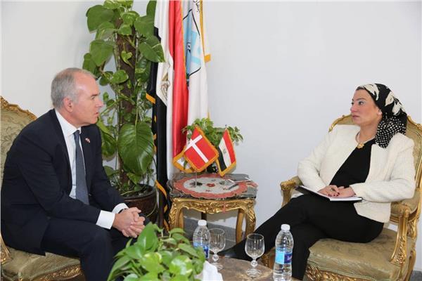 وزيرة البيئة تبحث مع سفير الدنمارك التنمية المستدامة والاستثمار في المناخ