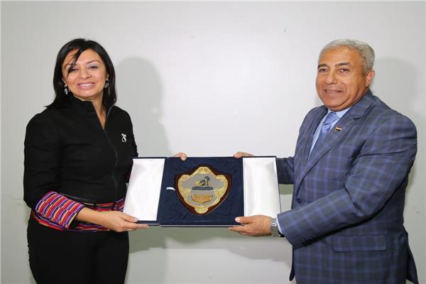 مايا مرسي تلتقي بمحافظ أسوان خلال زيارتها