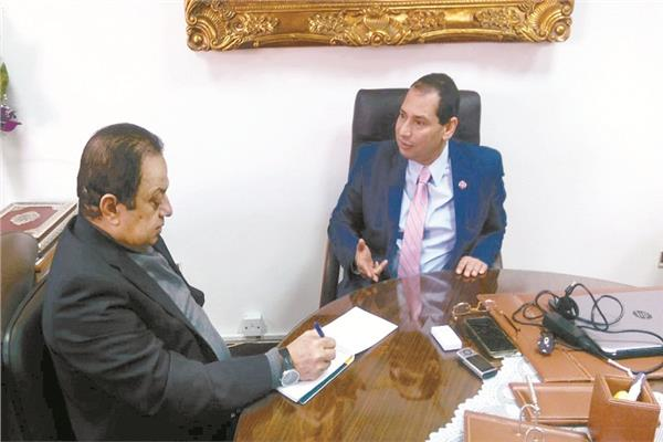 الدكتور شمس الدين شاهين خلال الحوار