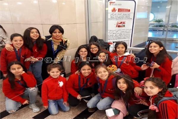 فريق الجمباز لدي مغادرته مطار القاهرة