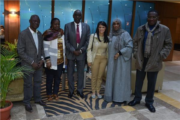 «رانيا المشاط» تصطحب عدد من السفراء الأفارقة لأبوسمبل