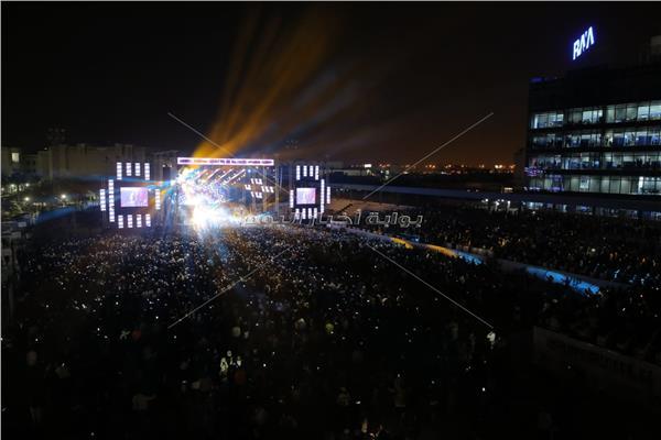 حفل الهضبة عمرو دياب