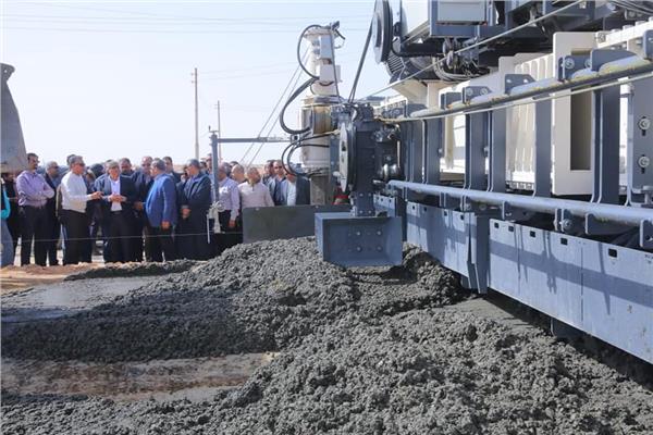 وزير النقل يتابع أعمال تطوير طريق «القاهرة - أسيوط» الصحراوي