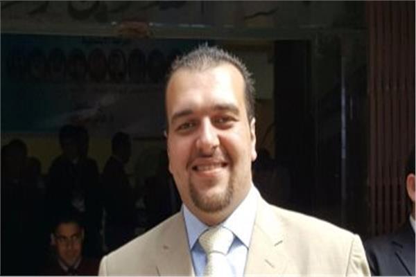 عمرو زكريا