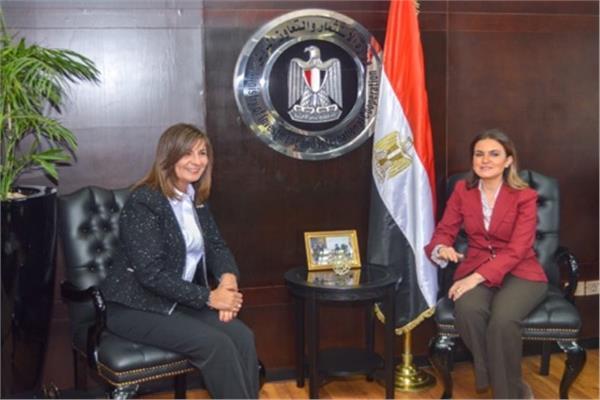 د. سحر نصر وزيرة الاستثمار والسفيرة نبيلة مكرم وزيرة الهجرة