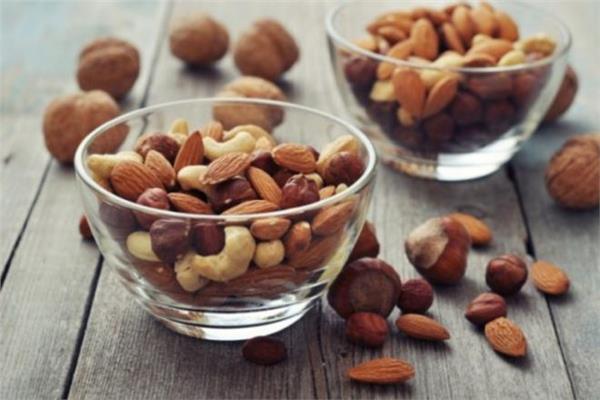 كيف يؤثر تناول المكسرات في الخصوبة لدى الرجال؟