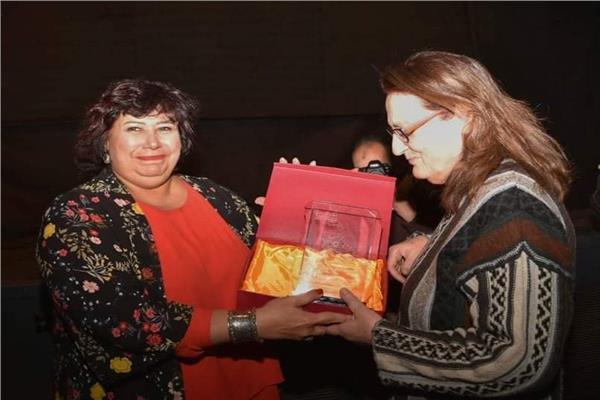 وزيرة الثقافة تفتتح مهرجان «حكاوي لفنون الأطفال» بالهناجر