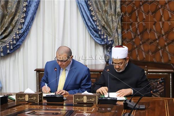 أحمد الطيب شيخ الأزهر الشريف، ووزير القوى العاملة محمد سعفان