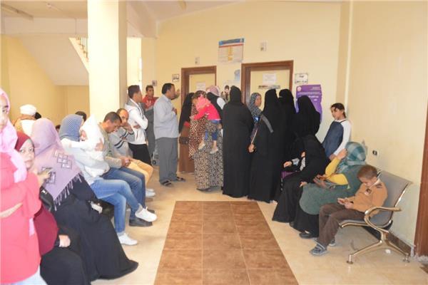 اقبال كبير على قافلة جامعة المنصورة بسيناء