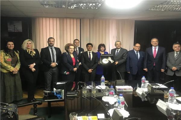 وزير الكهرباء مع رئيس اتحاد المستثمرات العرب ونقيب المستثمرين الصناعيين بالسويس