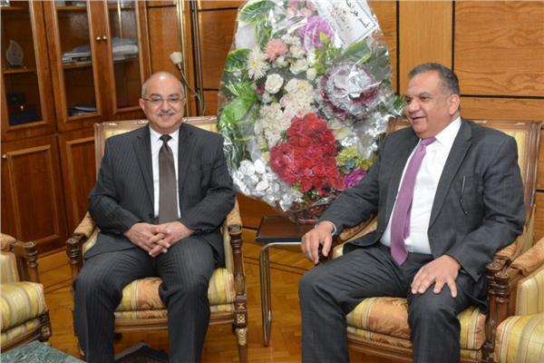 رئيس جامعة أسيوط د. طارق الجمال مع مساعد وزير الخارجية القنصلية