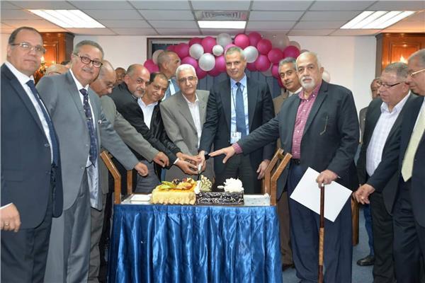 الطيار احمد عادل يحتفل بالمحالين للتقاعد