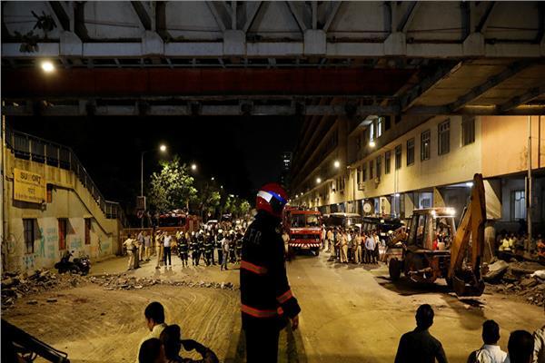 انهيار جسر للمشاة بمومباي الهندية