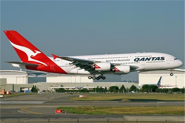 طفل يتحدى شركة طيران استرالية ويقدم لها نصائح .. والشركة ترد