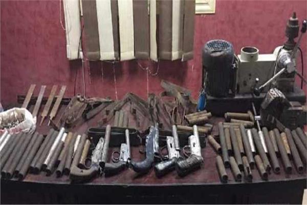 ضبط ورشتين لتصنيع الاسلحة النارية فى المنيا والجيزة
