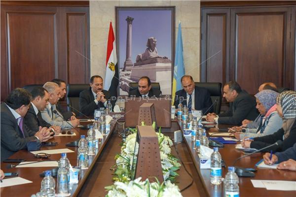 لحنة النقل والمواصلات بمجلس النواب خلال الاجتماع لمناقشة تطوير طرق الإسكندرية