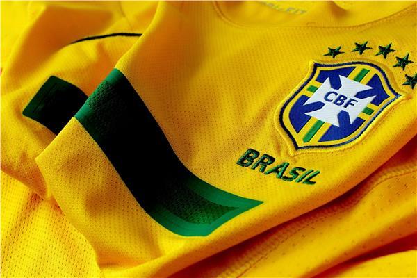 قميص وشعار منتخب البرازيل