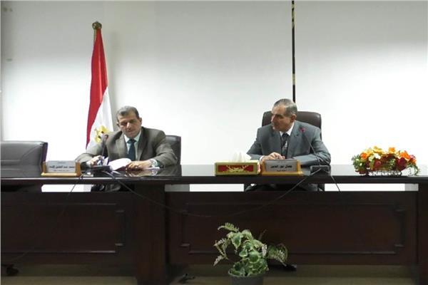 اللواء جمال نور الدين محافظ أسيوط  مع  مجلس الاستثمار