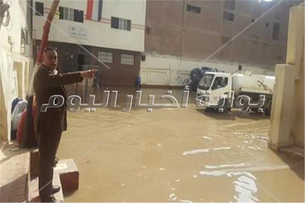 اصلاح كسر ماسورة مياه الشرب داخل مدرسه الشيماء ببولاق الدكرور