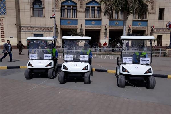 تنفيذَا لتعيمات «الوزير».. عربات «جولف» لنقل المسنين بمحطة مصر