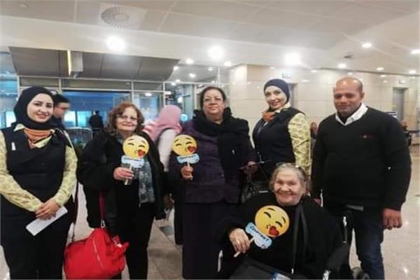 مصر للطيران تحتفل بالأمهات في مطار القاهرة