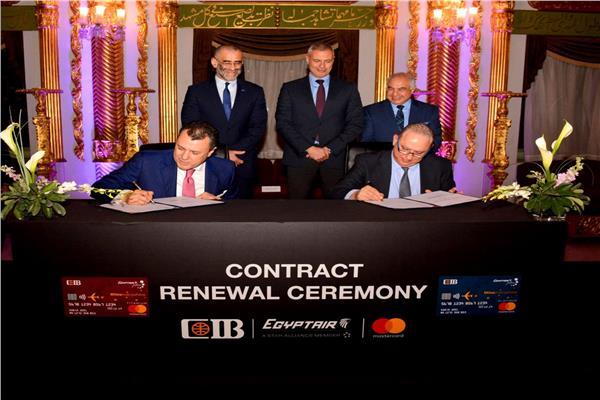 البنك التجاري ومصر للطيران يجددا شراكة أول بطاقة ائتمانية مشتركة 5 سنوات