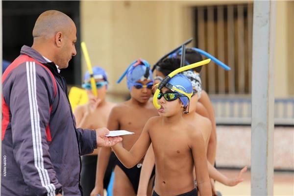بطولة سباحة الزعانف