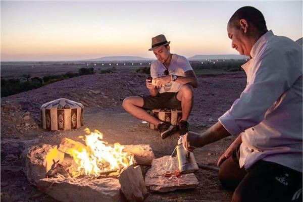 حكايات| جولات مع القمر والنجوم.. سياحة «الدماغ العالية» في عروس الصحراء
