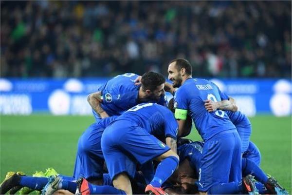 فرحة لاعبي إيطاليا بالفوز