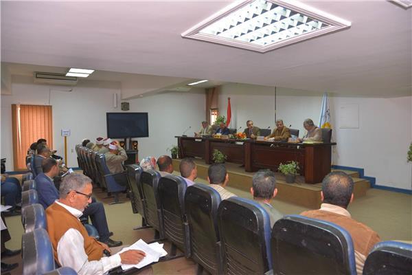 اجتماع محو الأمية بمحافظة أسيوط