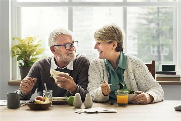 """4 نصائح لإنقاص الوزن.. روشتة """"ريجيم"""" لكبار السن"""